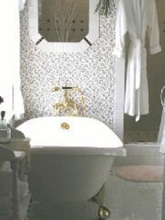 1910 Historic Enterprise House Bed & Breakfast: Bath Room