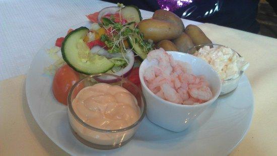 The Old School Tea Room: Ample in the Salad Platter