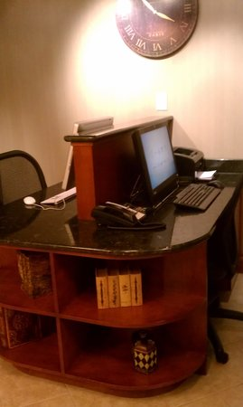 Hampton Inn & Suites Greenville - Downtown - Riverplace: buisness center