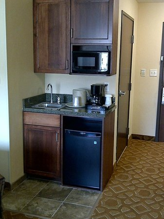 Holiday Inn Hotel & Suites Durango Central : Coffee and Wet Bar