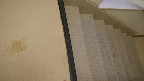 Extended Stay America - Greensboro - Wendover Ave.: dirty stairs