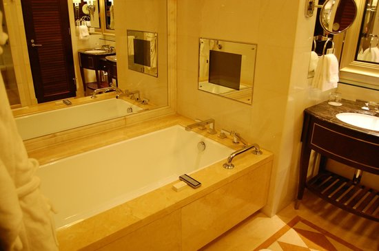 Four Seasons Hotel Macau, Cotai Strip: tub