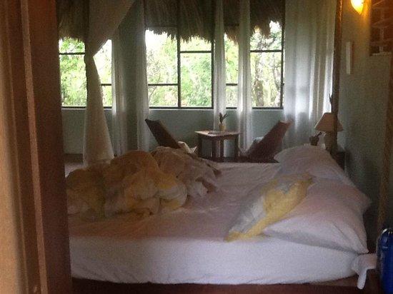 Amber Sunset Jungle Resort: swinging bed