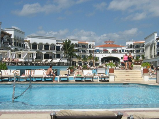 The Royal Playa del Carmen: site