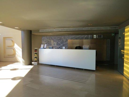 B-Hotel: Reception