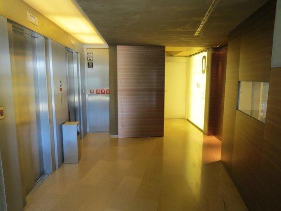 B-Hotel: Corridor