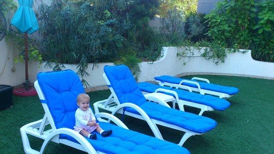 Arabian Park Hotel: около бассейна