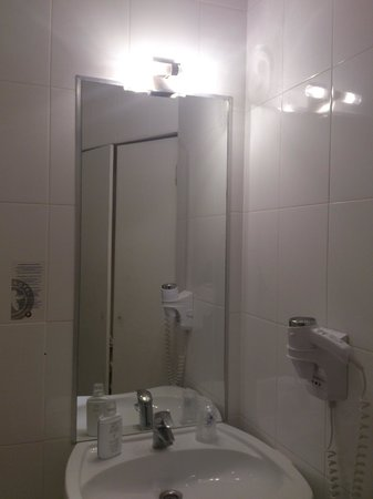 Hotel Le Canal: Lavabo SDB