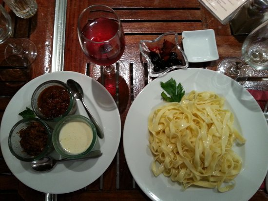 La Pate a Pates: паста три соуса - рекомендую