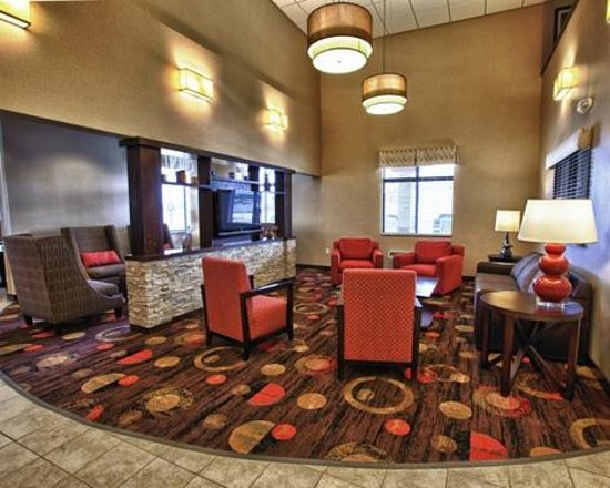 Comfort Inn Shelby: Lobby Seating Area