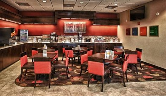 Comfort Inn Shelby: Breakfast Room and Seating Area