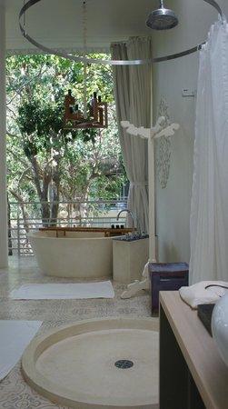 SALA Phuket Resort & Spa: salle de bains chambre