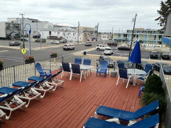 Nantucket Inn & Suites in Wildwood  Sun Deck