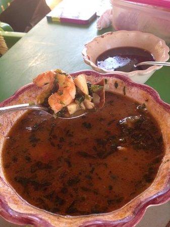 Mariscos El Compa Chava: sopa de mariscos