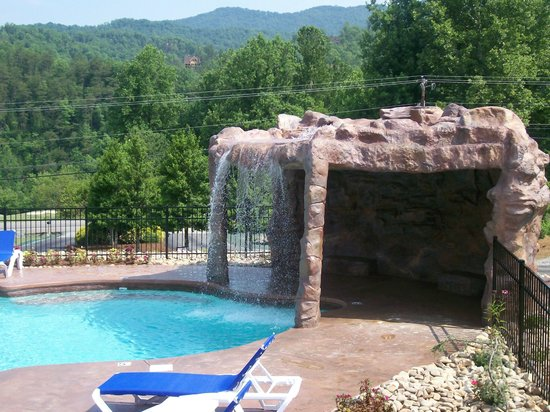 White Oak Lodge & Resort: The stone grotto with waterfall.