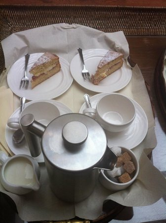 Boscundle Manor Hotel Restaurant and Spa: Tea and cake on arrival, very welcoming
