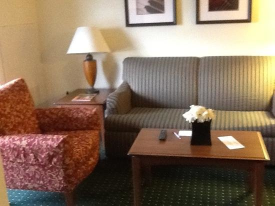 Residence Inn Daytona Beach Speedway/Airport: couch and chair