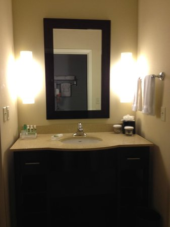 Homewood Suites Dallas/Allen: Bathroom sink