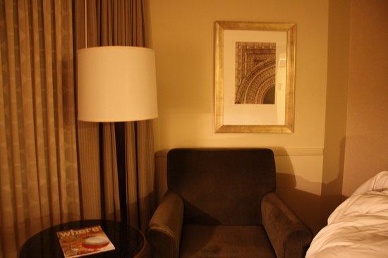 Renaissance St. Louis Airport Hotel: couch