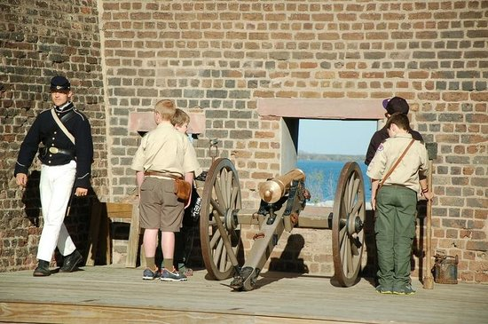 Old Fort Jackson: firing the cannon (demo only)