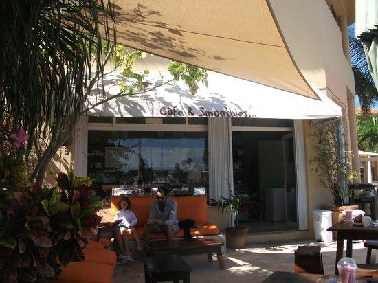 Bamboo Cafe & Smoothies: Quelques fauteuils et quelques tables