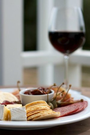 Aylstone Boutique Retreat: Platter & Wine