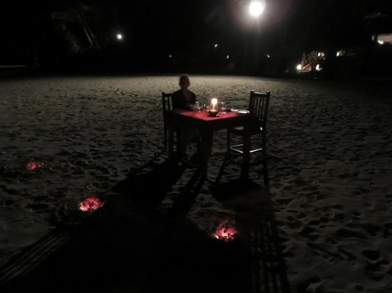Pongwe Beach Hotel: Dinner on the beach