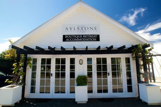 Aylstone Boutique Retreat: Guest Reading Room