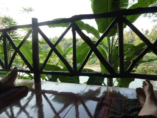 Thongbay Guesthouse: enjoying the cushions