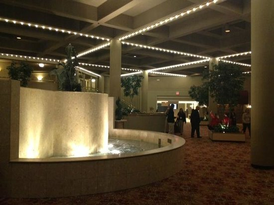 Holiday Inn Executive Center - Columbia: lobby