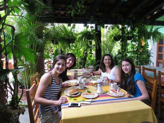 Las Golondrinas: Breakfast2