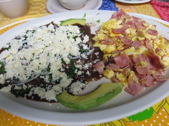 Las Golondrinas: Breakfast
