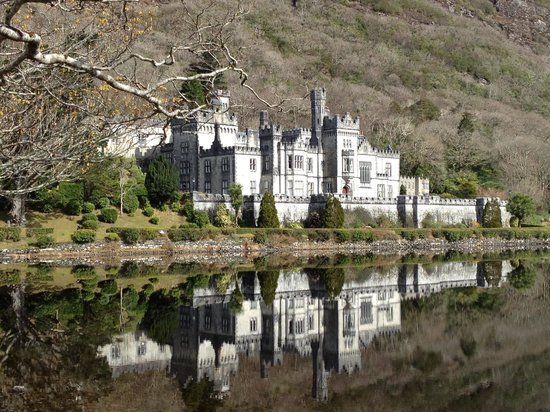 Kylemore Abbey & Victorian Walled Garden: View from the entrance