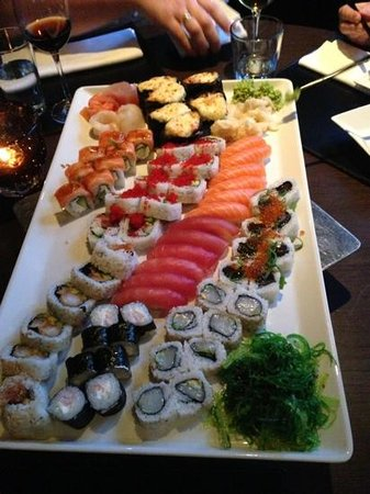 Bryggen Asian Cooking: mixed platter of sushi