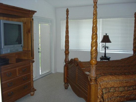 Mariner's Resort Villas & Marina: the master bedroom