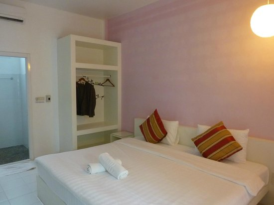 Clear House Guest House: Room with large bed