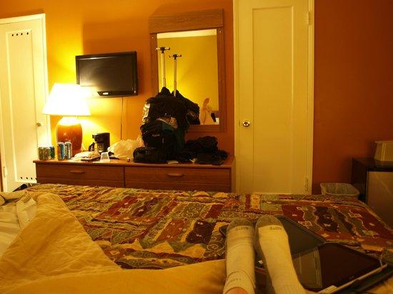 Coral Sands Motel: chambre