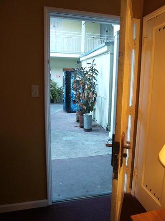 Coral Sands Motel: Vue de notre chambre 125