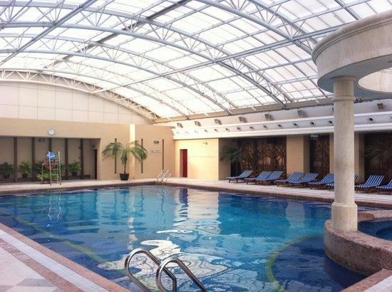 Radisson Blu Hotel Shanghai New World: Pool at Radisson Shanghai