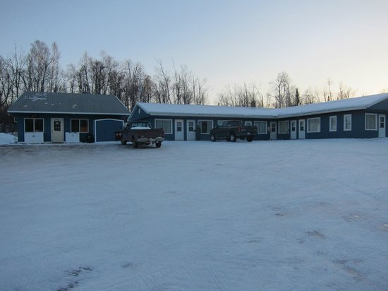 Maple Grove Motel: The motel from its parking lot