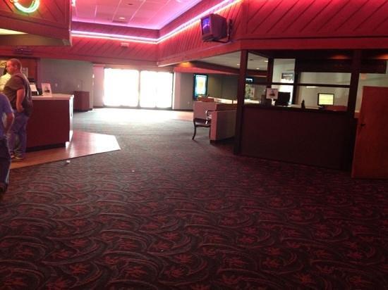 Jackson 10 Cinema: lobby.