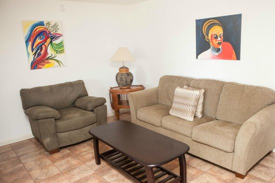 Antigua's Yepton Estate Cottages: living room was very nice