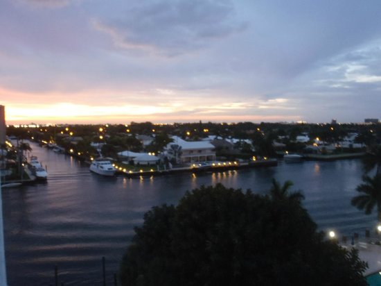 Residence Inn Fort Lauderdale Intracoastal/Il Lugano: View of the intercoastal from 610