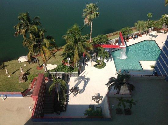 PULLMAN Miami Airport hotel: piscina