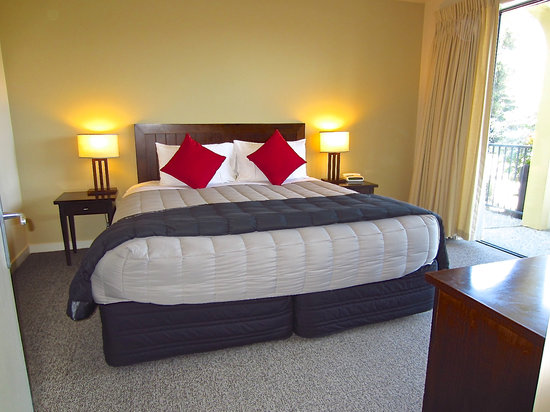 King Bedroom Suite Picture Of Villa Del Lago Queenstown TripAdvisor