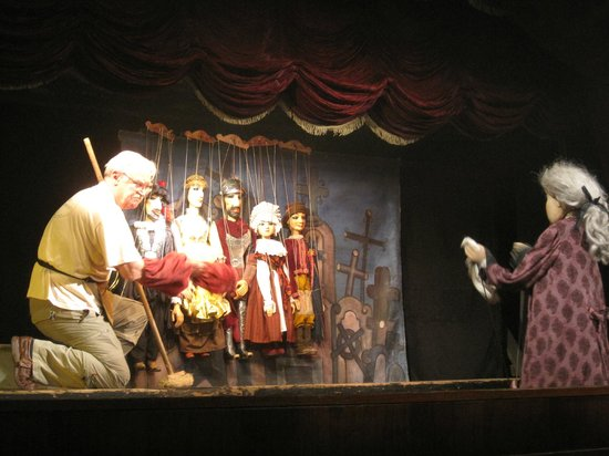 National Marionette Theatre: Marionette show