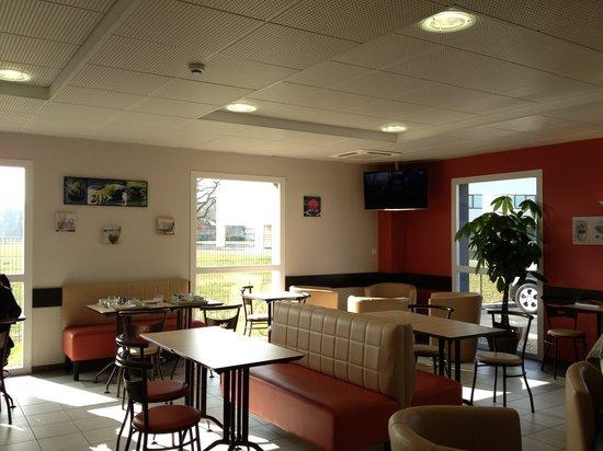 ACE Hotel Poitiers : Breakfast room/lounge