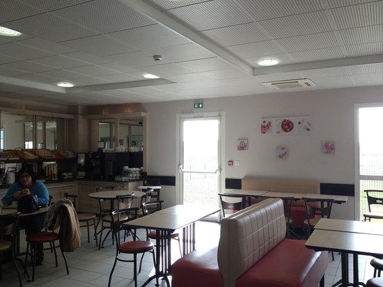 ACE Hotel Poitiers : Breakfast room