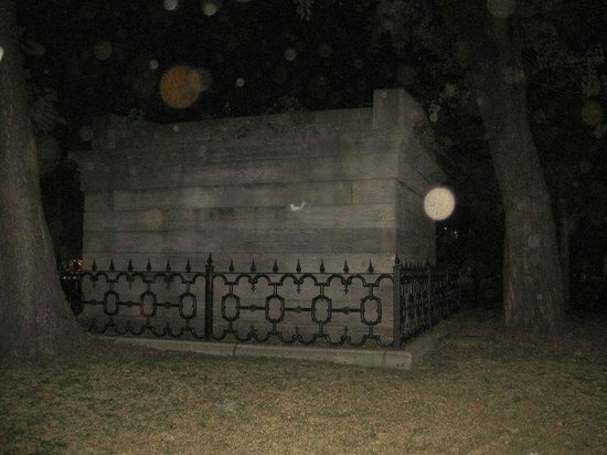 Chicago Hauntings: Ghost orbs from old Chicago Cemetery