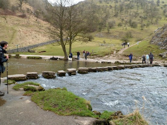 Dovedale: Stepping stones